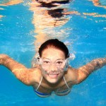woman-swimming-underwater